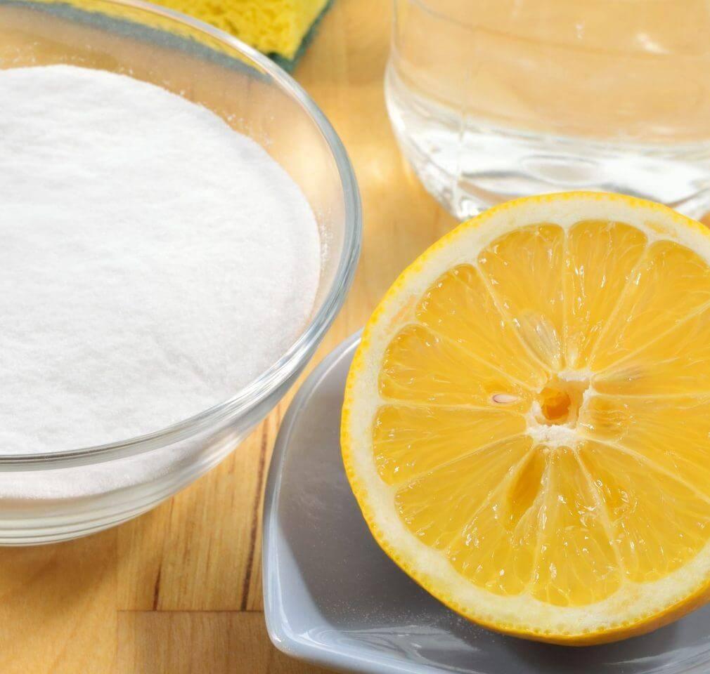zuiveringszout en citroensap
